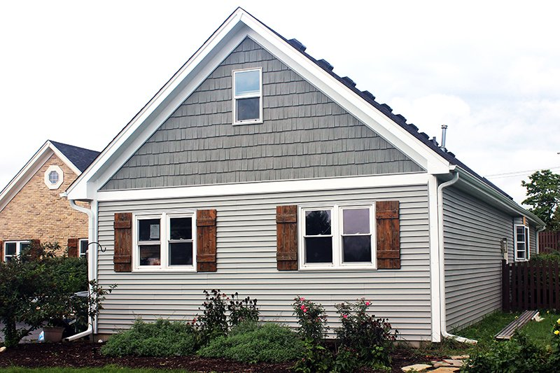 Suzanne Ct, Spring Grove IL, Owens Corning Duration TruDefinition Onyx Black Mastic Siding Scottish Thistle