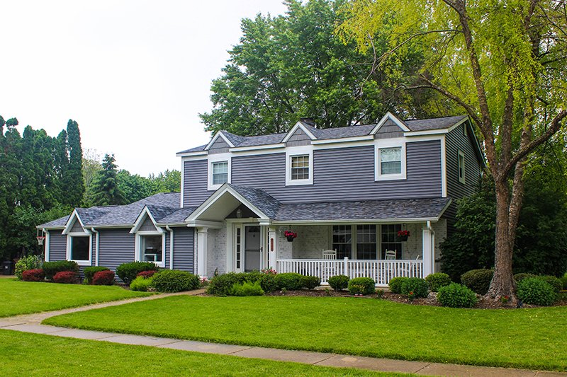 Liberty Bell, Libertyville, IL Owens Corning Shingles Pacific Wave Mastic Siding Glacier Blue