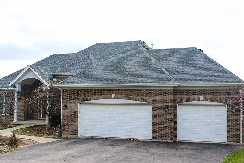 Wood Duck Ln, Richmond, IL Owens Corning Duration TruDefinition Siding Estate Gray