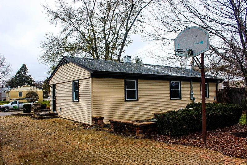 Alameda Drive, Carpentersville, IL, Owens Corning Tru Definition Architectural Shingles in Estate Gray