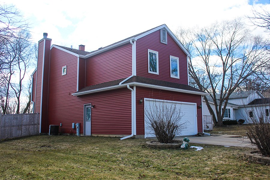 Glenbrook Trail, McHenry, Illinois, Royal Building Products Siding, Lighthouse Red